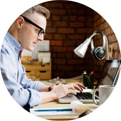 Office16_featureManWorking